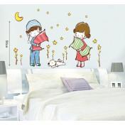 Дети с подушками